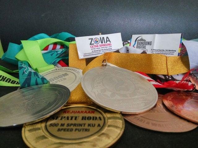Medali - Percetakan Terdekat Untuk Kemasan Makanan di Cikawao Kota Bandung, 40261